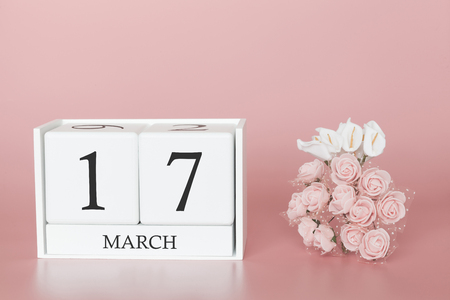 Foto de March 17th. Day 17 of month. Calendar cube on modern pink background, concept of bussines and an importent event. - Imagen libre de derechos