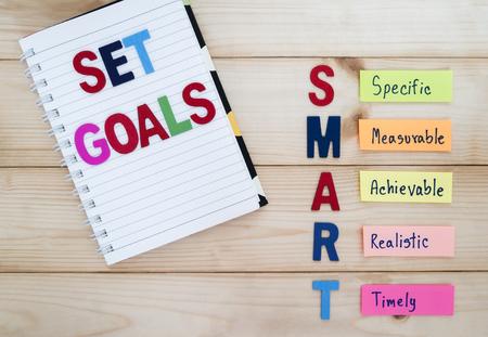 Photo pour SMART Goals in wood background (Business Concept) - image libre de droit