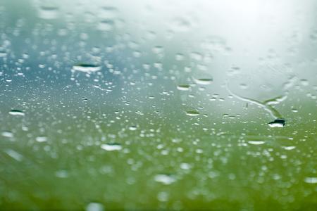 Foto de Raindrops on window of car - Imagen libre de derechos
