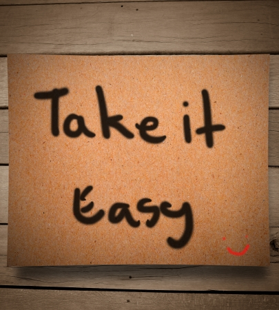Photo pour Take it easy on paper and wooden wall - image libre de droit
