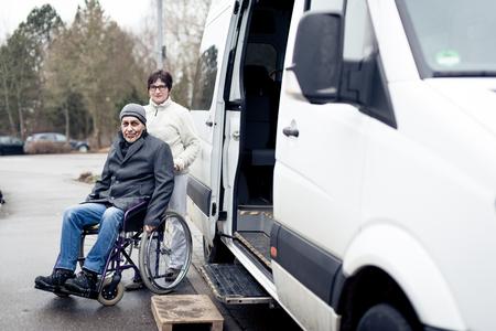 Foto de Nurse Helping Senior Man Exit A Van - Imagen libre de derechos