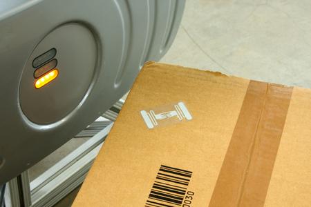 Photo pour Rfid Label On Box - image libre de droit