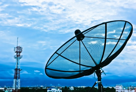 Photo pour Satellite dishes in the evening for the city - image libre de droit
