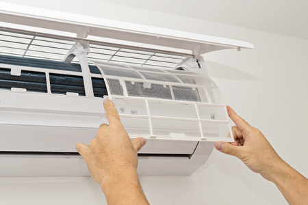 Photo pour Changing the Filter in the Air Conditioning The Concept of Safe and Healthy Housing - image libre de droit