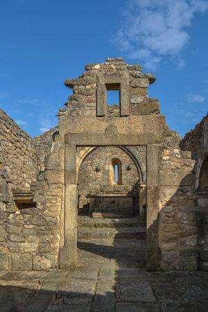 Photo pour Castelo Mendo, Portugal - 08 17 2014: View at the exterior fortress and religious church ruins, medieval village inside fortress castle of Castelo Mendo - image libre de droit