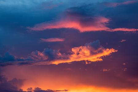 Foto de Beautiful sky and clouds cover the sun. - Imagen libre de derechos