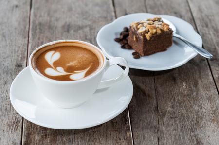 Photo pour coffee and cake - image libre de droit