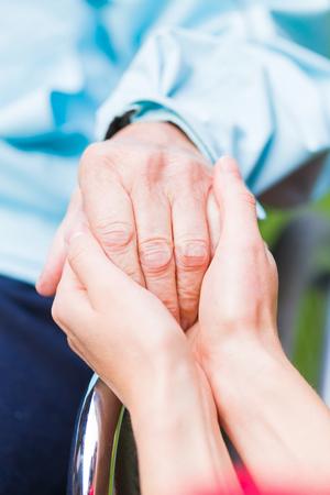 Foto de Young carer giving helping hands for the elderly woman - Imagen libre de derechos