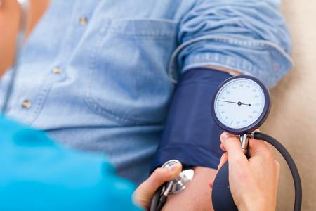 Foto de Close up photo of blood pressure measurement - Imagen libre de derechos