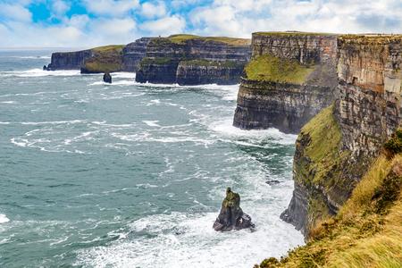 Photo pour Cliffs of Moher Tourist Attraction in Ireland - image libre de droit
