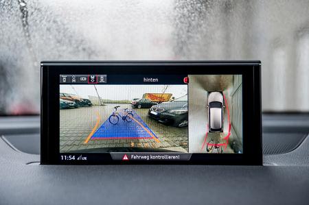 Foto de Modern camera in car show obstacles - Imagen libre de derechos