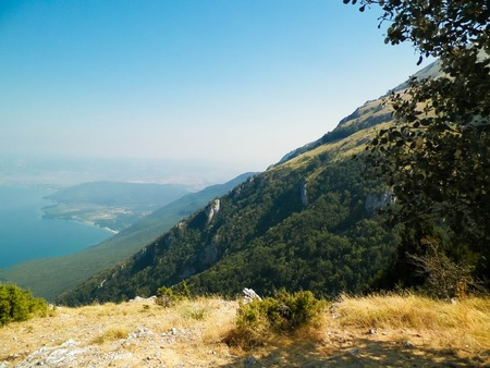 Photo pour Water of Lake Ohrid and Mountains of Galicica National Park, Macedonia. Galicica is National park between two lakes - Ohrid and Prespa, known of it's wild nature. Balkan nature and exploration concept. - image libre de droit