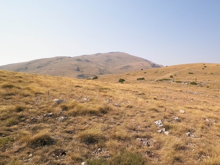 Photo pour Top of Mountains in Galicica National Park, Macedonia. Galicica is National park between two lakes - Ochrid and Prespa, known of it's wild nature. Balkan nature and exploration concept. - image libre de droit