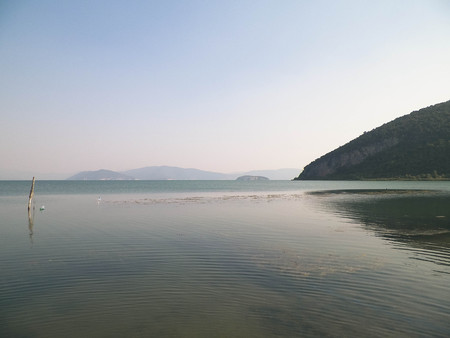 Photo pour Coast of Lake Prespa and Mountains of Galicica National Park. Prespa is situated between Macedonia, Greece and Albania, known of it's wild nature and pelican reserve. - image libre de droit