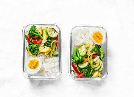 Photo pour Vegetarian lunch box - stewed vegetables, rice and boiled egg on a light background, top view. Health food concept - image libre de droit