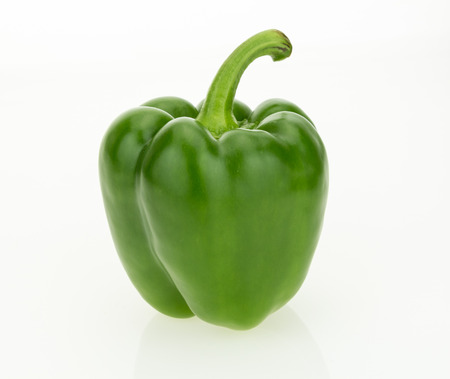 Photo pour Fresh green bell pepper, isolated on white background. - image libre de droit