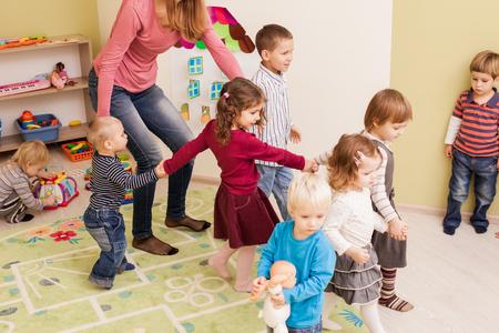 Photo pour Group of little children dancing - image libre de droit