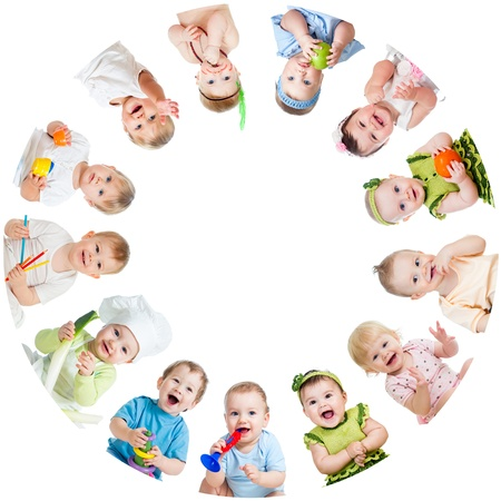 Photo pour Group of smiling kids babies children arranged in circle - image libre de droit