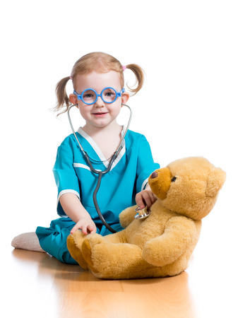 Foto de kid playing doctor with toy - Imagen libre de derechos