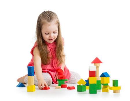 Photo pour kid girl playing with block toys - image libre de droit