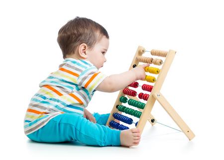 Foto de baby playing with abacus - Imagen libre de derechos