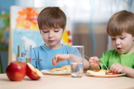 Photo pour kids eating healthy food at home or kindergarten - image libre de droit