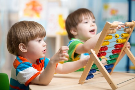 Photo pour happy kids boys playing with abacus toy indoors - image libre de droit