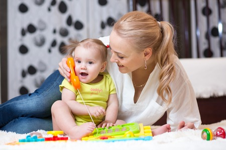 Foto de child girl phone with mother playing with toy phone - Imagen libre de derechos