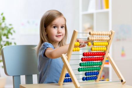 Foto de child little girl playing with toys indoors - Imagen libre de derechos