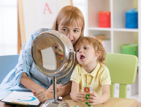 Foto de Cute child little boy at speech therapist lesson - Imagen libre de derechos