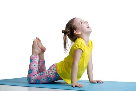 Foto de Child doing fitness exercises on mat - Imagen libre de derechos