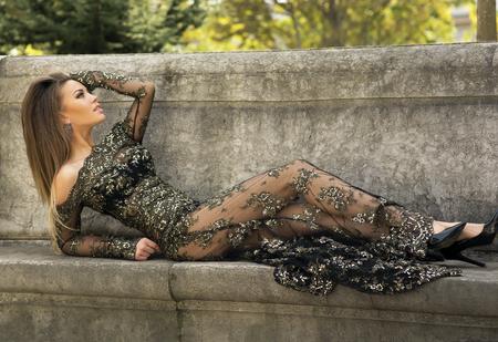 Foto de Elegant beautiful brunette woman posing wearing beautiful dress.  - Imagen libre de derechos