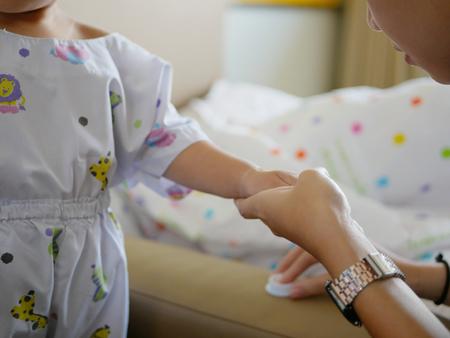 Foto für Pediatric nurse apply cream for local anaesthesia on a baby's hand before performing IV insertion - Lizenzfreies Bild