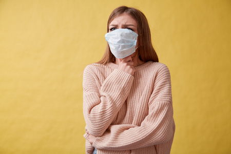 Foto de Young ill woman coughing on isolated background, sore throat - Imagen libre de derechos