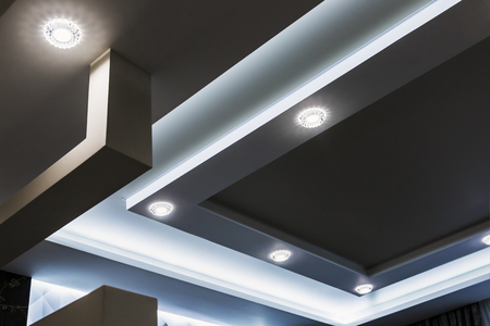 Foto de suspended ceiling and drywall construction in the decoration of the apartment or house. Decorative trends in interior design for the house and office. Modern construction materials - Imagen libre de derechos