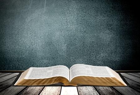Photo pour Book, Bible, Open. - image libre de droit