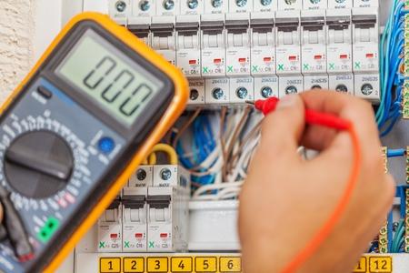 Photo pour Electrician. - image libre de droit