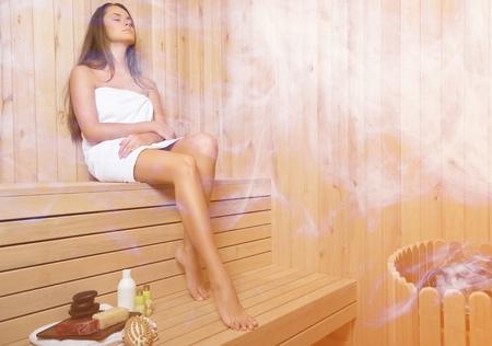Foto de Woman in sauna. - Imagen libre de derechos