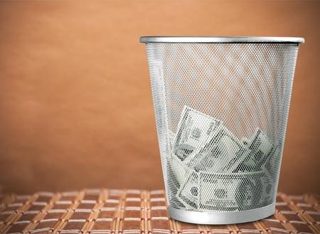 Photo pour Currency in garbage. - image libre de droit