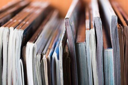Foto de stack of magazines - Imagen libre de derechos