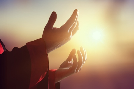 Photo pour Silhouette human hands open palm up on sunset. - image libre de droit