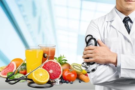 Photo pour Doctor with a stethoscope - image libre de droit