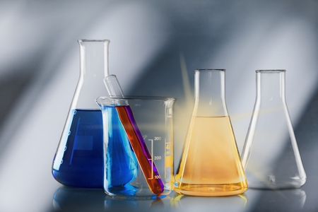 Foto de Laboratory glassware containing colorful chemical - Imagen libre de derechos