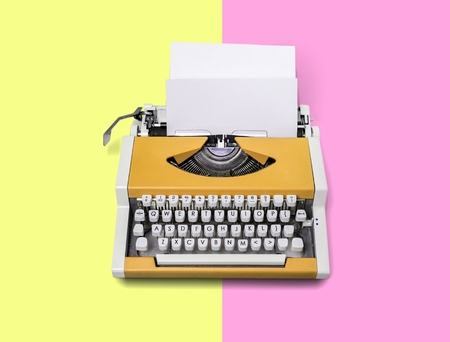Foto de Vintage blue typewriter over a pastel background. - Imagen libre de derechos