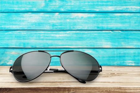 Photo pour Aviator sunglasses isolated on white - image libre de droit