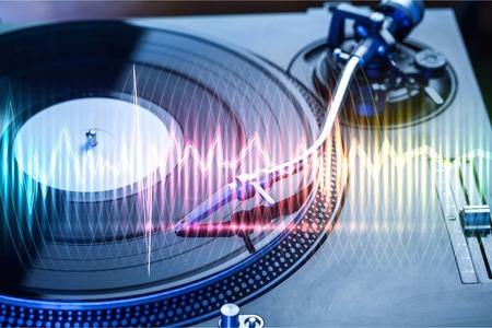 Foto de Spinning on record player - Imagen libre de derechos