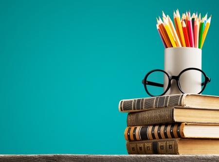 Photo pour Chalkboard with stack book - image libre de droit