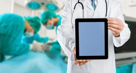 Photo pour Doctor showing digital tablet - image libre de droit