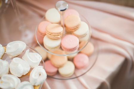 Photo pour French sweet colorful macarons background, close up - image libre de droit