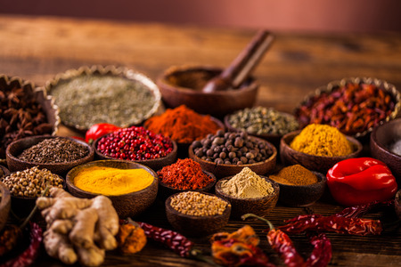 Photo pour Colorful Asian theme with spices - image libre de droit